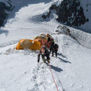 La expedición polaca por encima del C2 (6.500 metros) en el K2 invernal, 2018.