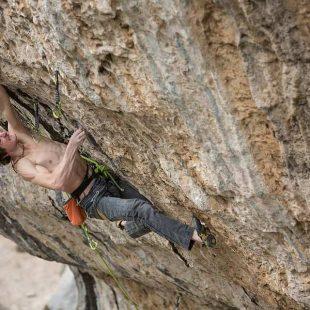 Adam Ondra en 'Eagle 4' 9b de St. Léger du Ventoux