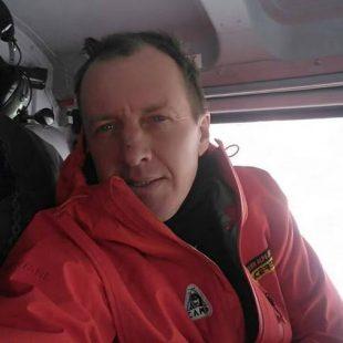 Denis Urubko en el helicóptero que le llevó de regreso al CB del K2 invernal desde Skardu (febrero 2018)