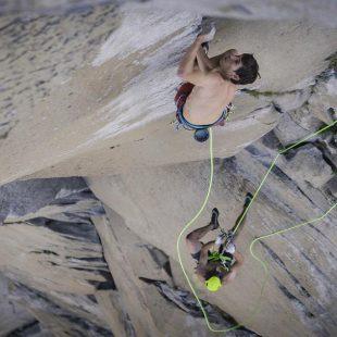 Alex Honnold y Tommy Caldwell escalan la Nose al Capitan en 1 hora y 58 minutos