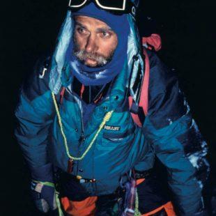 Andrej Stremfelj en la última noche del descenso desde la cumbre del Kanchenjunga Sur, 1991. Imagen recogida en el libro 'Guerreros Alpinos' (Ed. Desnivel).