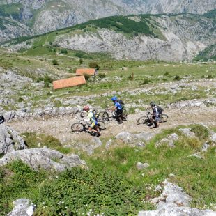 La Gran Vuelta al macizo Oriental o de Ándara es una fe las grandes clásicas de BTT en Picos de Europa.