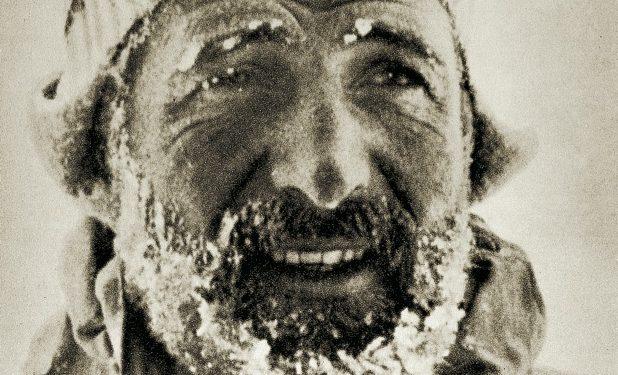Hermann Buhl, el exponente germánico de la época. En 1952, por ejemplo, escaló la norte del Eiger y en cinco horas y en solitario la Cassin del Badile. En 1957 hizo otra primera a un ochomil virgen, el Broad Peak, pero murió unos días después intentando el Chogolisa.