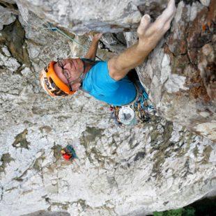 Iker Pou en el L3 de Leve Leve (8b+, 400m.) en Cao Grande.
