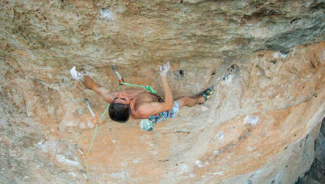 Piotr Schab hace a vista Baby Boy, en el sector Piscinas de Cuenca, consiguiendo así la primera de este 8c.