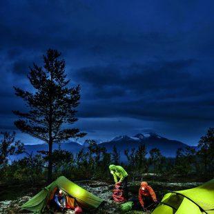 Las linternas frontales, indispensables en la montaña