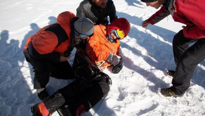 Alexander Gukov en el momento en que el helicóptero le depositó en el campo base del Latok 1 tras ser rescatado.