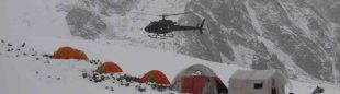 Helicóptero en el campo base del Latok I.