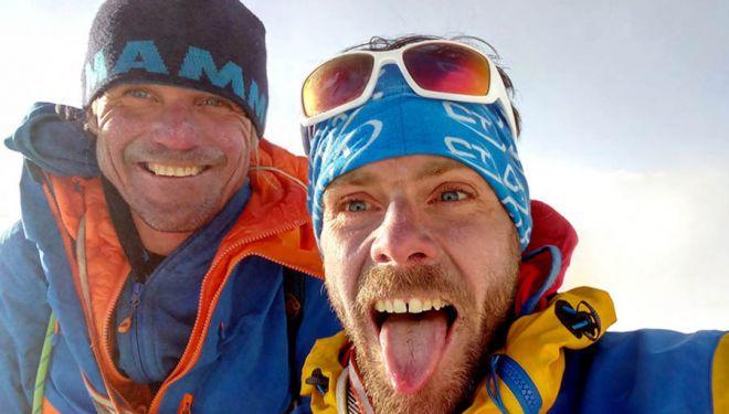 Marek Holecek y Zdenek Hak durante la apertura de 'Lapse of Reason', en el Kyajo Ri (6186 m). 2018