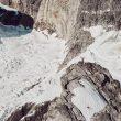 Robert Jasper en la cumbre del Molar Spire tras abrir 'Stonecircle' (450 m, 7c) en Groenlandia. 2018