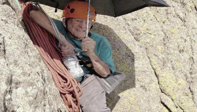 Bill Weber (91 años) escalando la Devil's Tower (Wyoming)