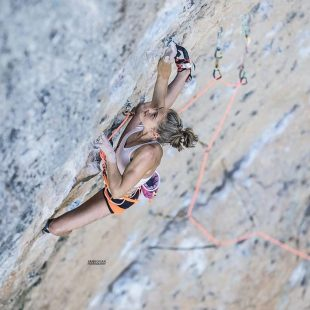 Margo Hayes en Fish eye 8c de Oliana