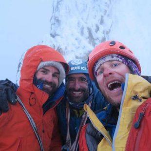François Poncet, Martín Elías y Jérome Sullivan en la cima del pilar Sur del Cerro San Lorenzo