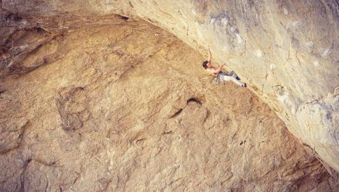 Daniel Woods en 'Ace of spade' 9a+ de la cueva Pop Tire (Utah)