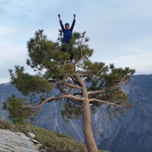 Connor Herson en la cumbre de The nose, El Cap, Yosemite