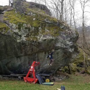 Shawn Raboutou probando Off The Wagon low (8C+).