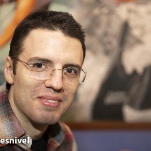 """Jorge M. Mier ganador del Premio Desnivel de Literatura por su obra """"8.848 Clama Everest"""" en la entrega del Premio en la LibrerÍa Desnivel"""