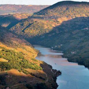 El cañón del río Sil. Al fondo se aprecia en parte el cañón del río Mao