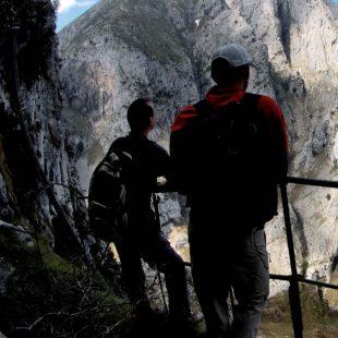 El camino de la canal de Urdón (o de Reñinuevo) asegura emociones fuertes y paisajes de película.