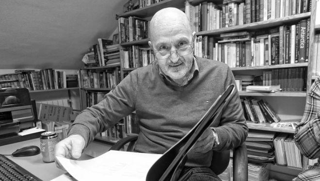 Sebas Álvaro en la biblioteca de su casa (enero 2019)