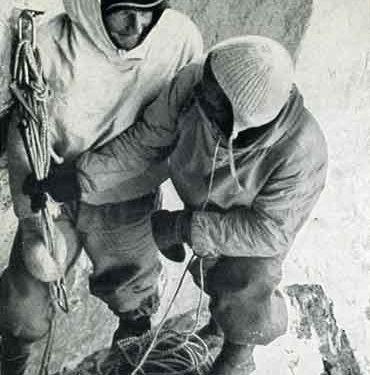 Heinrich Harrer y Fritz Kasparek en un vivac durante la primera ascensión de la norte del Eiger (1938
