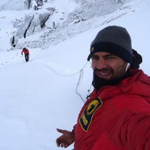 Daniele Nardi y Tom Ballard progresan en la parte inicial del espolón Mummery al Nanga Parbat