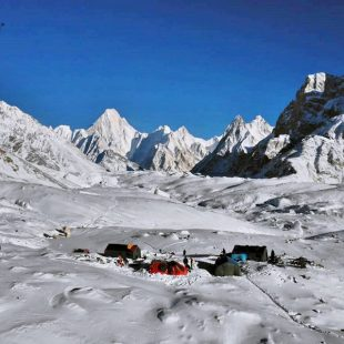 Álex Txikon, en Concordia camino del CB del K2