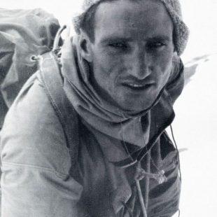 Anderl Heckmair durante la primera ascensiòn de la norte del Eiger (1938)