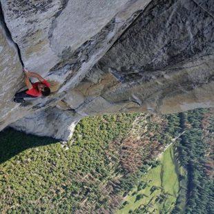 """Alex Honnold durante su escalada en solitario a El Capitan en una imagen de la película """"Free Solo"""", ganadora del Oscar 2019 al mejor documental."""