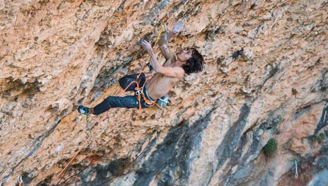 Sachi Amma en 'Stoking the fire' 9b de Santa Linya