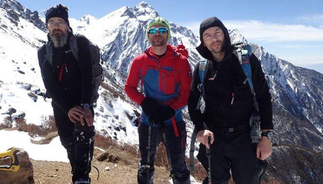Dmitry Golovchenko, Marcin Tomaszewski y Sergey Nilov, en la aproximación al Jannu