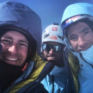 Jess Roskelley, Hansjörg Auer y David Lama en la cima del Howse Peak. Fallecerían durante el descenso