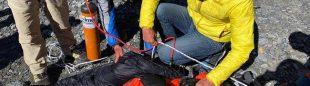 Wui Kin Chin recibe atención médica en el CB tras ser rescatado en el Annapurna