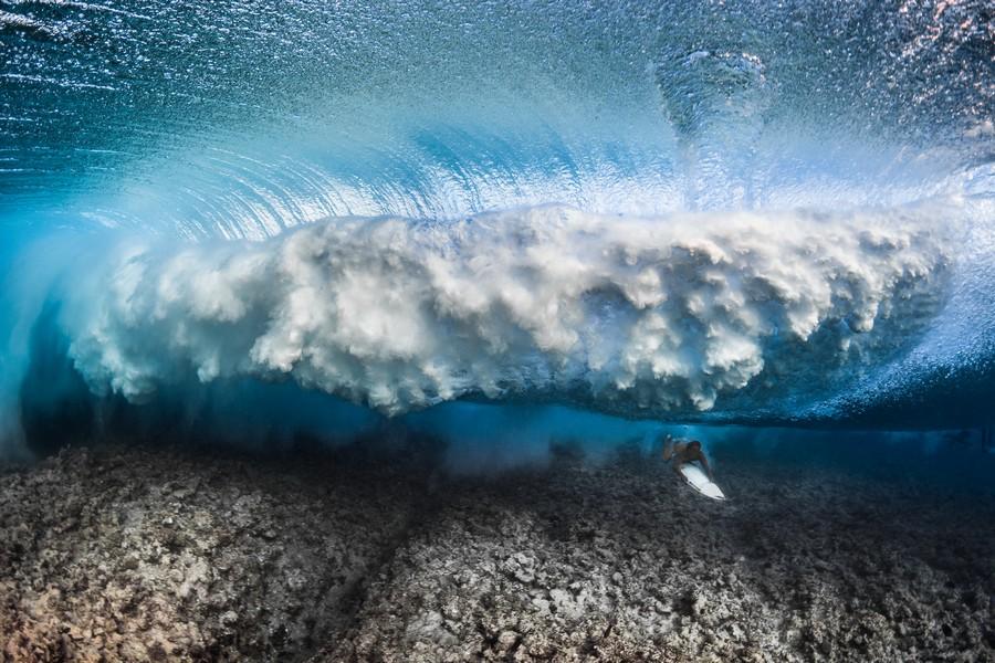 """""""Defy Undersea Thunder"""" por Greg Lecoeur. Ganador categoría Aventura y deportes extremos."""