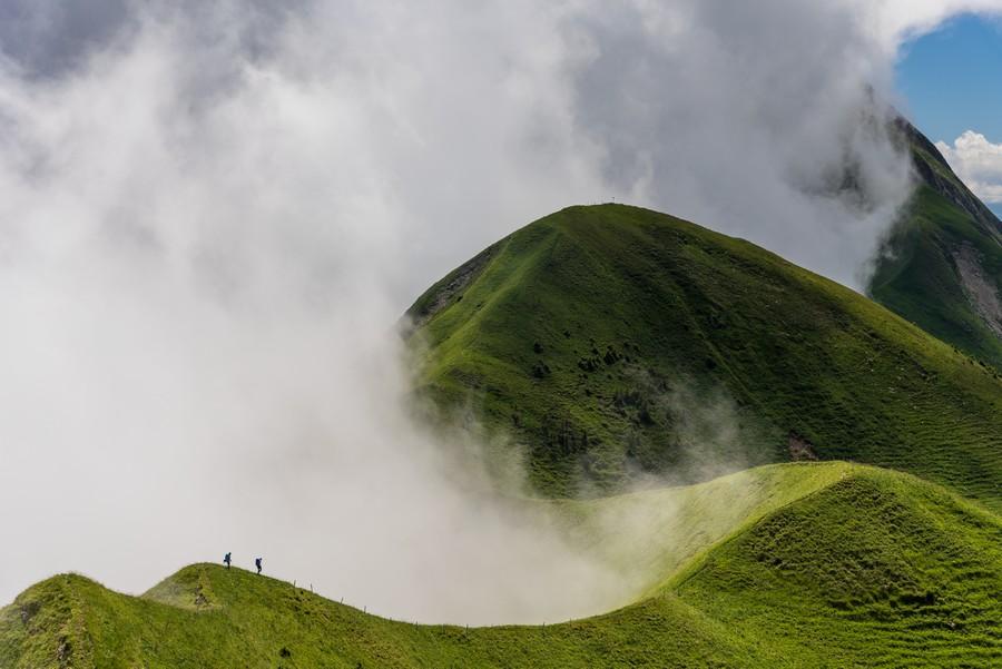"""""""Like Green Waves"""" por Ralf Gantzhorn. Ganador categoría Hombre en la montaña/naturaleza."""