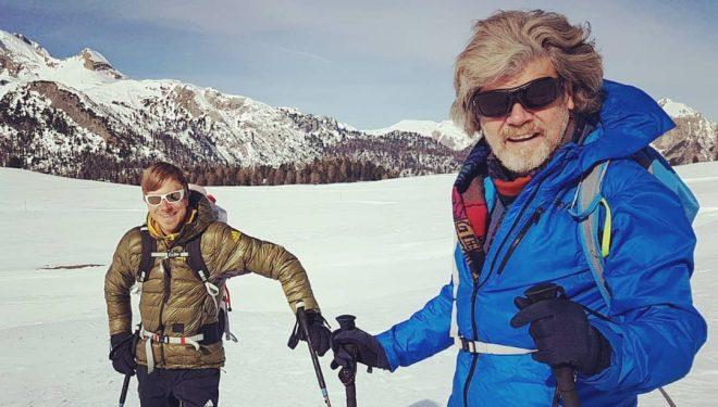 Simon Messner y Reinhold Messner, en invierno de 2019 en Dolomitas