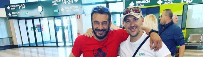Mattia Conte y Sergi Mingote, a punto de partir hacia Pakistán en 2019.