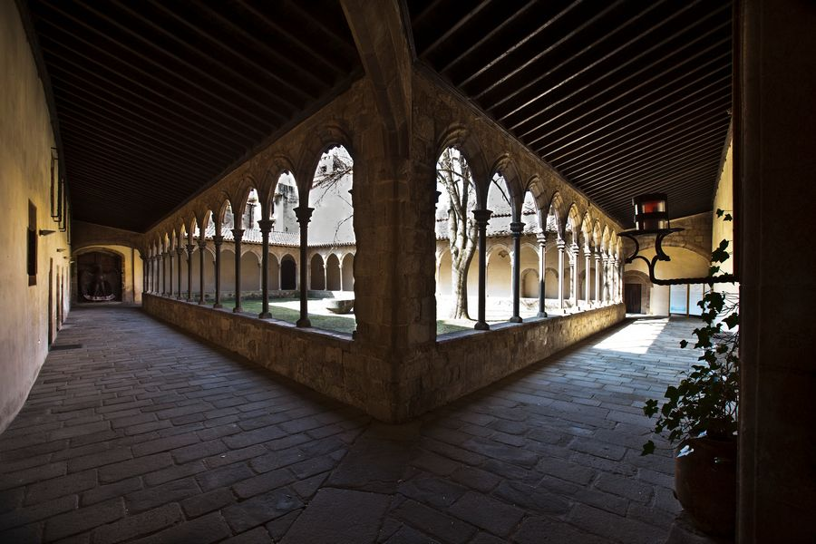 San Joan de les Abadesses en la ruta Serra de Monestirs (Sierra de Monasterios)