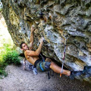 Jonatan Flor en 'Ali Hulk extension total' 9a+ de Rodellar