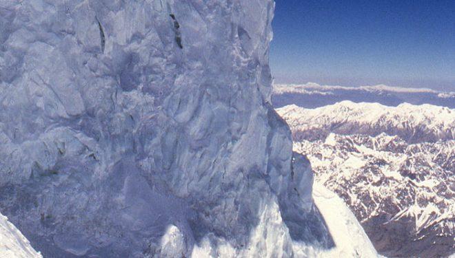 Seracs sobre el Cuello Botella del K2