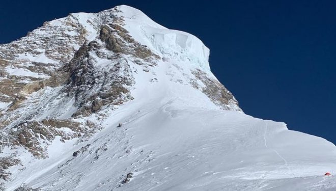 Parte alta del K2: C4, Hombro, Cuello de Botella amenazado por seracs y cima.