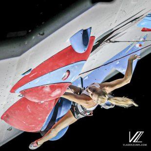 Janja Garnbret en la final del Campeonato Mundo Escalada de Dificultad Japón 2019, que ganó, También en Boulder.