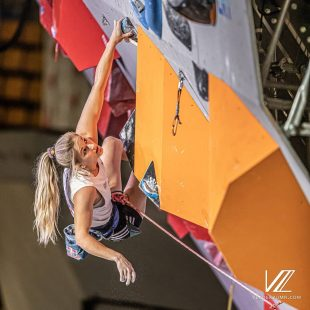 Shauna Coxsey en la eliminatoria prueba combinada Campeonato Mundial Japón 2019