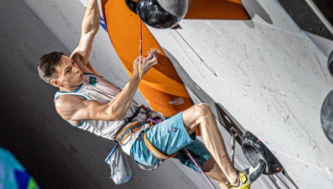ishat Khaibullin en las finales de la prueba Combinada del Campeonato del Mundo de Escalada 2019 en Japón.