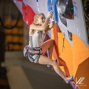 Janja Garnbret en la eliminatoria prueba combinada Campeonato Mundial Japón 2019