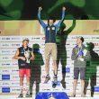 La alegría de Adamn Ondra al quedar Campeón del Mundo escalada de dificultad en Japón 2019. Segundo fue Alex Megos. Tercero Jakob Schubert.