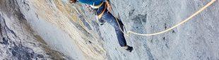 Nina Caprez en 'La vida es silbar' (900 m, 7c+) en la cara norte del Eiger