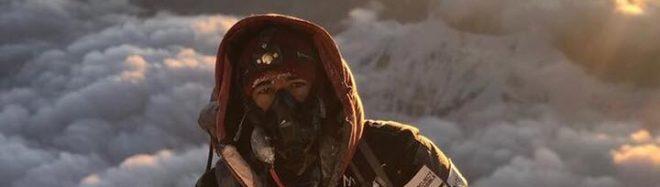 Nirmal Purja en la cima del Gasherbrum II
