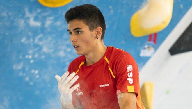 Alberto Ginés compitiendo en la semifinal de boulder del Campeonato del Mundo Juvenil de Escalada, Arco 2019. Quedó sexto.