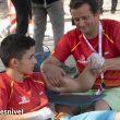 Alberto Ginés recibe un masaje tras participar en la final boulder (categoria A) del Campeonato Mundo Juvenil, Arco 2019. Quedó sexto.